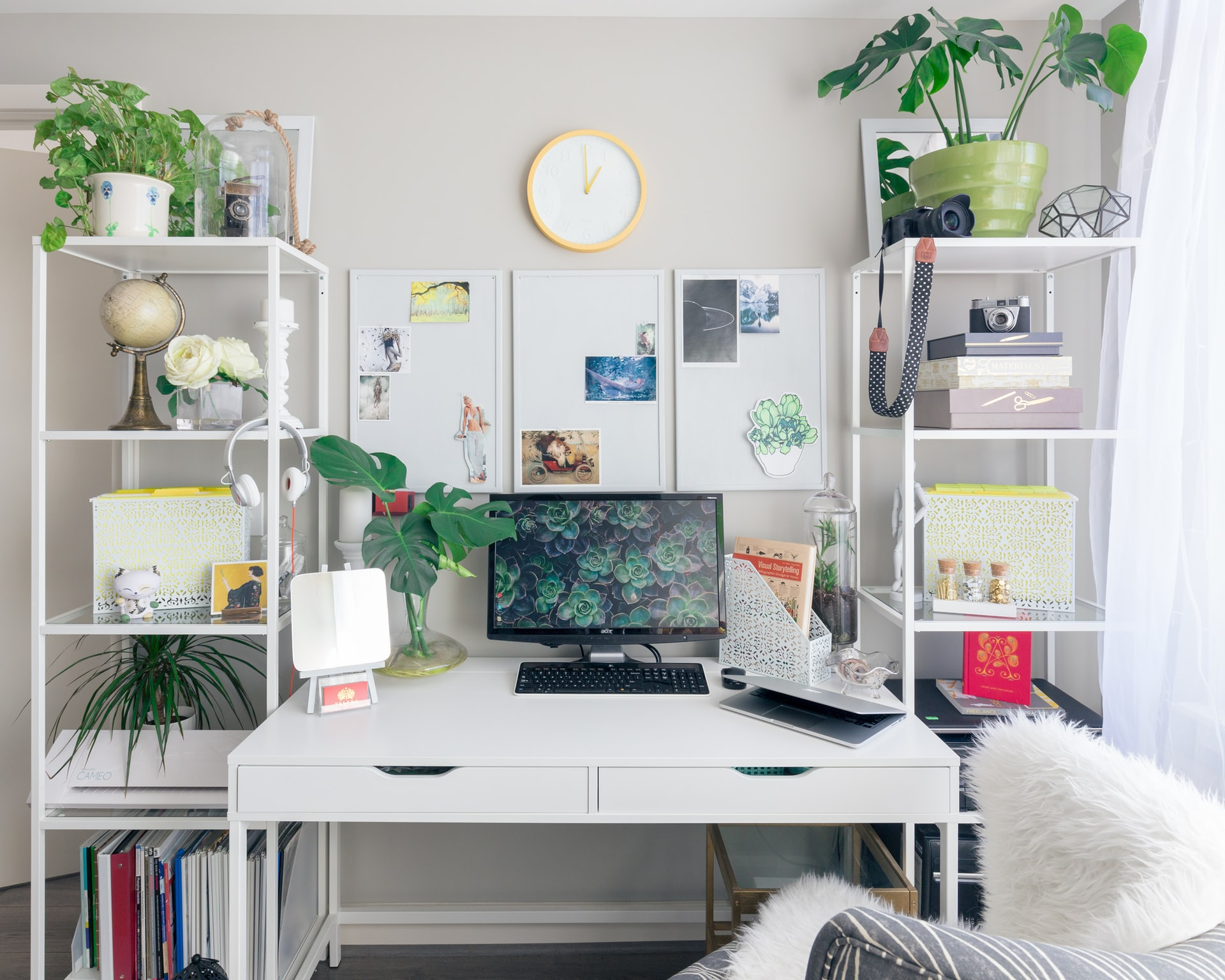 Adding some houseplants is also a popular way to beautify home offices.
